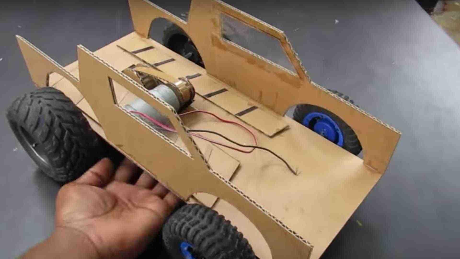 Comment fabriquer une voiture en jouet ?
